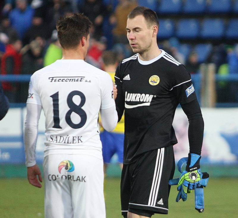Zlínský brankář Stanislav Dostál (vpravo)