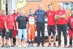 Generální manažer hokejistů Zlína Martin Hosták si v rámci testovacích jízd 47. ročníku Barum Rally v úterý vyzkoušel jízdu v závodničce Antonína Tlusťáka Škodě Fabia R5 na pozici spolujezdce.