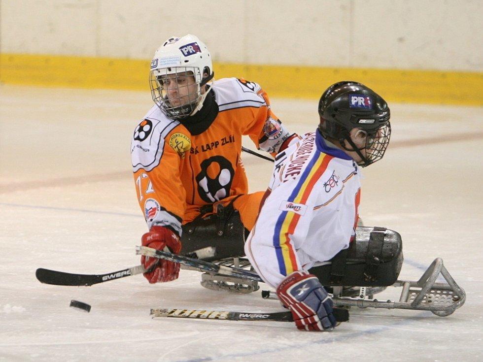 Extraligoví hokejisté Zlína doma změřili síly s pražskou Spartou.