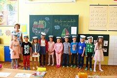 První třída Základní školy Vlachovice: Nikol, Štěpán, Kristína, Alžběta, Adéla, Natálie, Pavel, Matyáš, Adam, Matěj, Ela. Třídní učitelka: Mgr. Leona Čevelová.