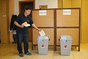 Volby 2017 v Tlumačově, kde je volební místnost například i v Kulturním a informačním středisku.