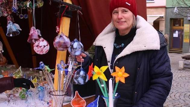 Jana Obšívačová na vánočním jarmarku ve Zlíně prodává už 17. rokem.