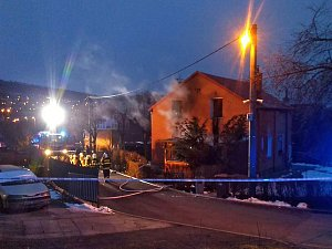 Ve Zlíně na Zálešné hořel půldomek. Zranili se čtyři lidé.