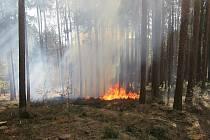 Na Luhačovicku hořelo v lese klestí