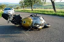 Střet se srnou motorkář nepřežil.
