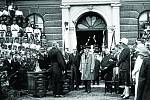 T. G. M. 24. 6. 1928. Během své cesty Moravou navštívil Vizovice prezident T. G. Masaryk s dcerou Alicí. Na Masarykově náměstí jej vítaly stovky lidí. Přítomni byli občané, městští radní, sokolové,učitelé s žáky. Ve městě se prezident zdržel krátce.