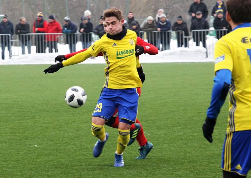 Fotbalisté Zlína (ve žlutých dresech) v úvodním přípravném zápase letošního roku porazili Zlaté Moravce 2:0. Na snímku Patrik Slaměna.