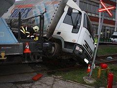 Dopravní nehoda nákladního vozidla a vlaku ve Svitu