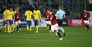 Fotbalisté Zlína (ve žlutém) ve 13. kole HET ligy v neděli od 16 hodin hostili pražskou Spartu.