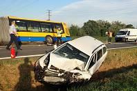 Nehoda osobního auta a autobusu u Otrokovic - pondělí 16. září 2019