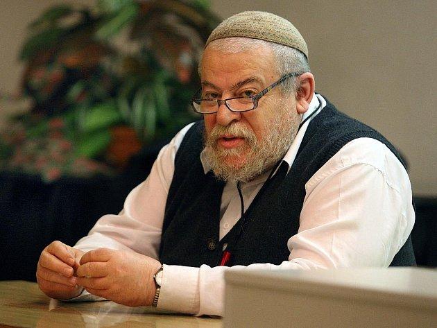 Vrchní český zemský rabín Efraim Karol Sidon přednášel před desítkami posluchačů v úterý 22. března na Univerzitě Tomáše Bati n téma Kdo jsou Židé.
