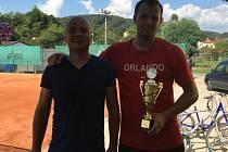 Libor Loucký s pohárem vpravo