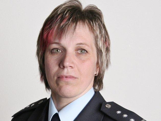 Policistka Zuzana Bartošová, pomohla spolu s Tomášem Hájkem zraněnému motocyklistovi.