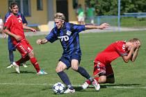 Divizní fotbalisté Slavičína (v modrém). Ilustrační foto