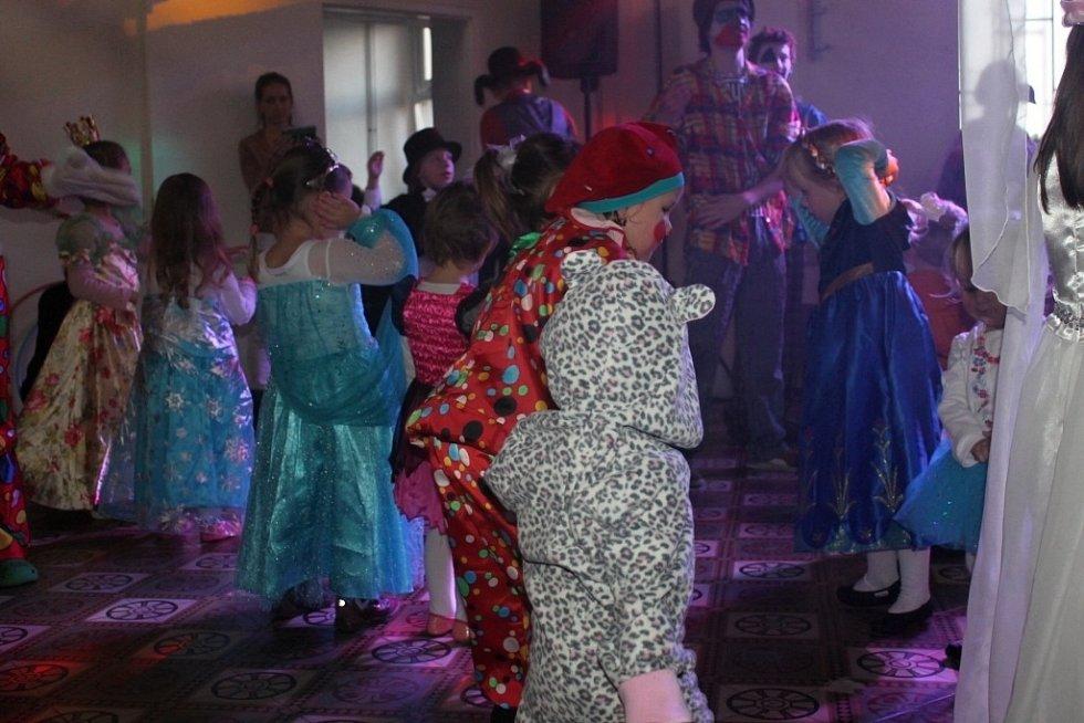 Děti si užily v Napajedlích cirkusový karneval