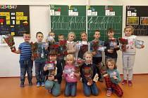 Ve žlutavské škole koupí vánočních růží pomohli nemocným