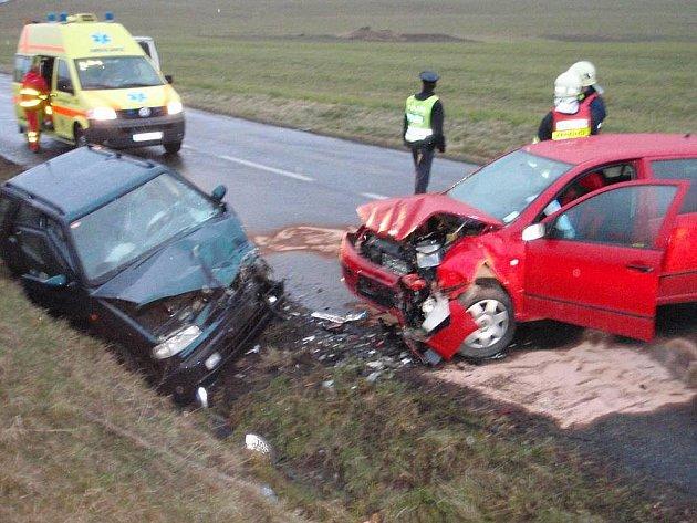 Vážná nehoda felicie a fabie mezi Křekovem a Vlachovicemi