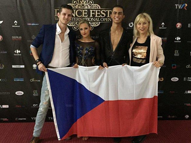 Slušného výsledku na letošním mistrovství světa v latinskoamerických tancích dosáhli čeští reprezentanti Jakub Zíma s Nikolou Teplou, kteří skončili b kategorii Junioři II jednatřicátí.