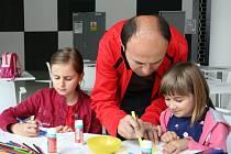 V HLAVNÍ ROLI TATÍNCI. Zlínský Tátafest navštívily v neděli desítky rodin. V centru dění, her a všech zábavních aktivit byli tentokrát tátové.