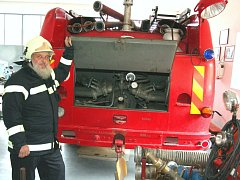 Jan Elšík v zádveřické hasičské zbrojnici.