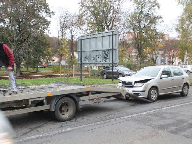 """Dopravní nehoda na ulici Vodní ve Zlíně- """"Trojťukanec"""" blokoval dopravu v centru města."""