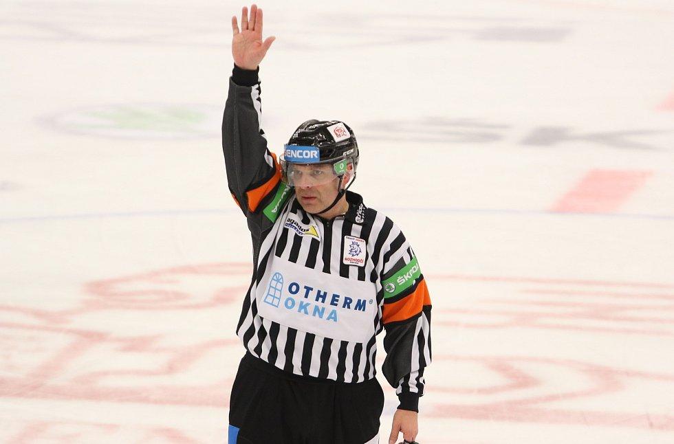 Extraligový hokejový rozhodčí René Hradil v neděli 21. 2. 2021 ve Zlíně odřídil 756. utkání v nejvyšší soutěži.