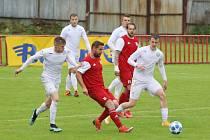 Fotbalisté Otrokovic (v červených dresech) v přípravném zápase nestačili na tým Vyškova 2:4.