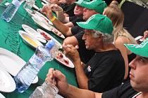Vizovické Trnkobraní - soutěž v pojídání švestkových knedlíků