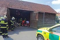 Dřevěné desky v Zádveřicích Rakové zavalily a zranily muže.