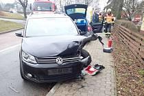 Při nehodě dvou osobních vozidel na Kudlově ve Zlíně byly zraněny dvě děti a dva dospělí.