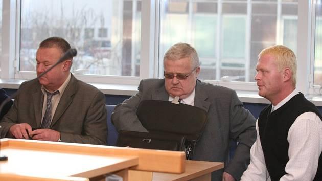 Soud se strážníky dne 8. ledna 2009.