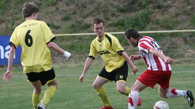 Fotbalisté Tečovic v oslabené sestavě v závěru jara dostali od Kostelce u Holešova výprask.