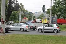 Řidiči si na výjezdu z křižovatky běžně počkají několik minut. Často musí i zariskovat.