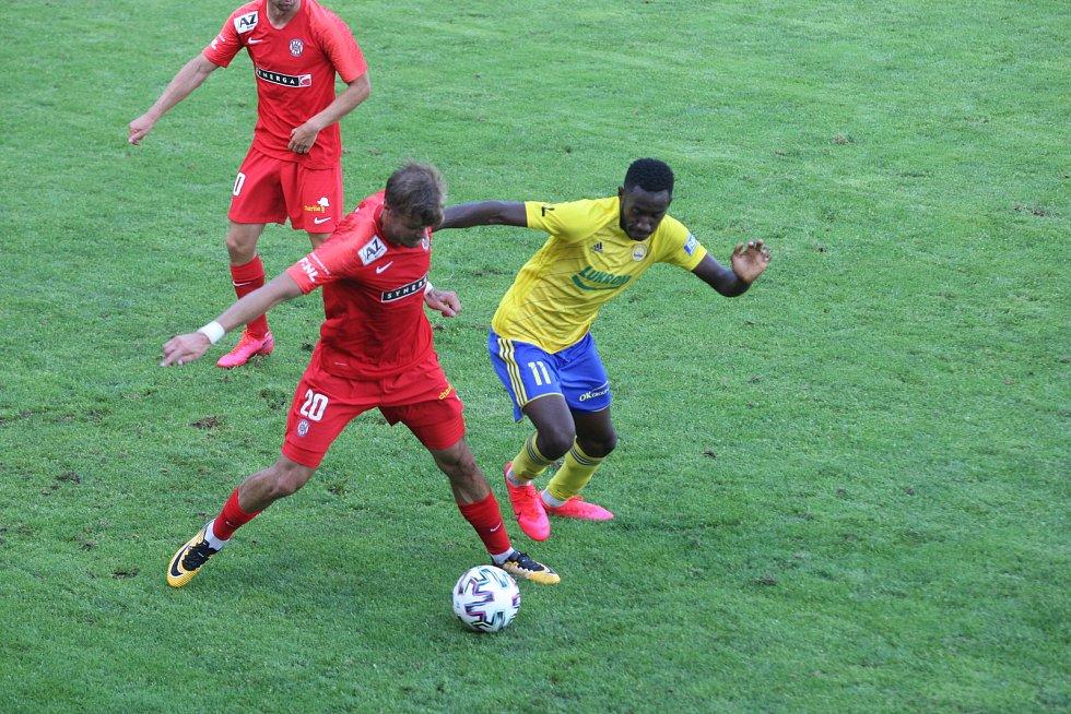 Fotbalisté Zlína (žluté dresy) se v posledním přípravném zápase před startem FORTUNA:LIGY utkali s brněnskou Zbrojovkou.
