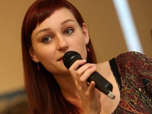 Spisovatelka Kateřina Tučková představuje svoji knihu Žitkovské bohyně v galerii Alternativa ve Zlíně