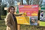 Jaro 2021 se probouzí také v Zoo Zlín. Z důvodu pandemie a nařízení vlády zeje areál prázdnotou. Významné příjmy ze vstupného chybí. Mluvčí Zoo Zlín Romana Bujáčková ukazuje rekordní návštěvnost v roce 2019.
