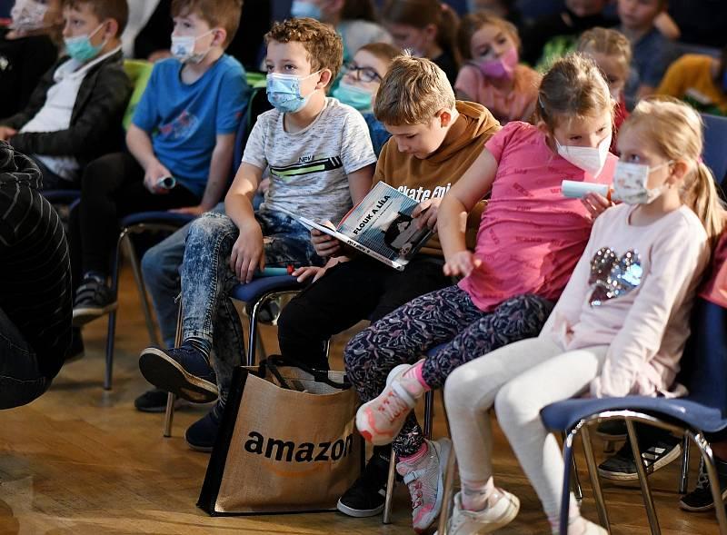 Česko čte dětem v Luhačovicích. Děti v publiku se dobře bavily