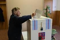 K volbám přišla také devadesátiletá paní Urbánková
