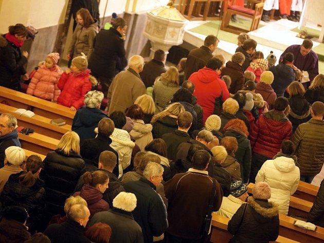 Mše na popeleční středu v kostele sv. Filipa a Jakuba ve Zlíně.