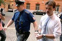 Zdeněk Housar podle soudu znásilnil poštovní doručovatelku. V minulosti už strávil za mřížemi jedenáct let.