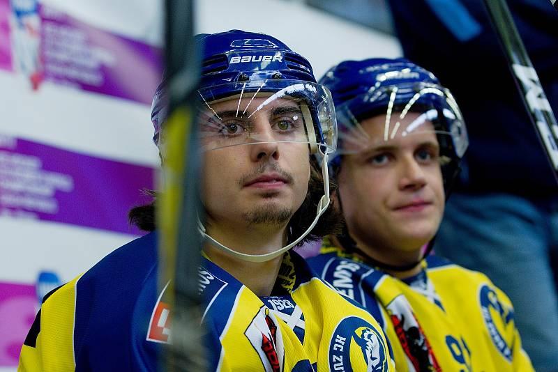 Hokejisté Přerova (ve žlutém) v přípravném utkání s Mountfield HK. Robert Černý.