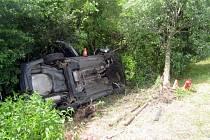Nehoda audi s karavanem u Tlumačova