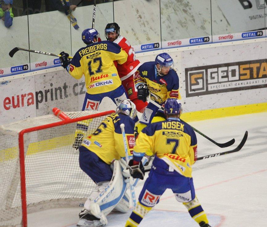Extraligoví hokejisté Zlína (ve žlutém) ve 12. kole doma hostili Olomouc.