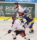 Hokejisté Zlína (v modrém) v rámci 10. kola extraligy v neděli 8. 10. měřili síly s pražskou Spartou.