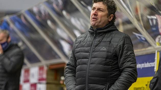 Extraligoví hokejisté Zlína (v modrém) v rámci 37. kola v úterý doma vyzvali favorizovanou Škodu Plzeň. Na snímku Robert Svoboda.
