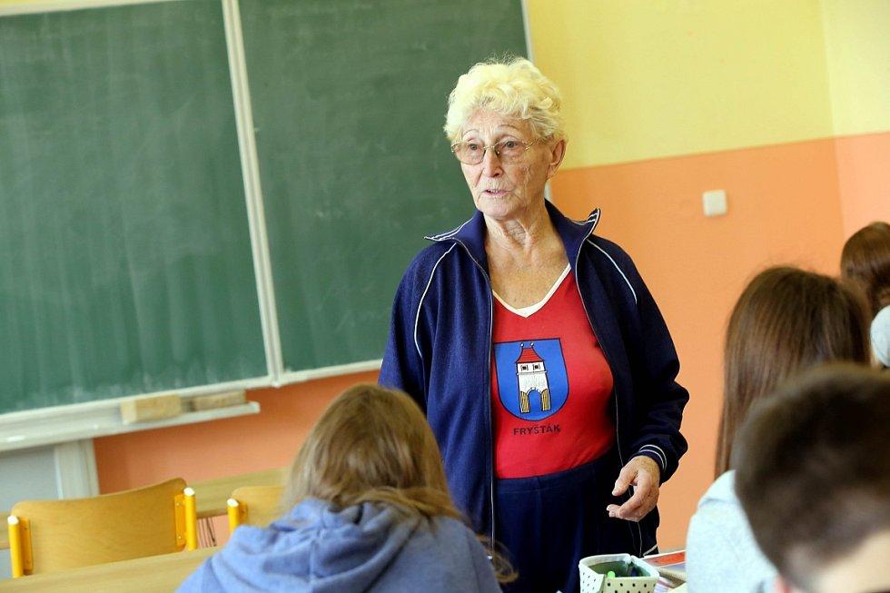 Pololetní vysvědčení v Základní škole ve Fryštáku. Sylva Knedlová.