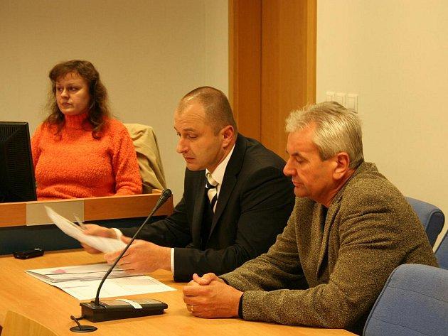 Podnikatel Jiří Rak odešel ve středu 19. května od zlínského okresního soudu s tříletou podmínkou za zabití osmileté dívky.