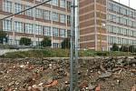 """Plocha po zbouraném baru Monako a budově 16. se dočasně změní na parkoviště. Později zde vyroste nová budova číslo 16. """"šestnáctka""""."""
