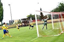 Hráči Znojma a Zlína se utkali na hřišti v Miroslavi.