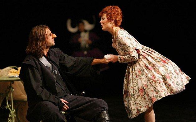 Cyrano pobaví i přivodí mrazení v zádech.